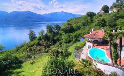 Villa in Luino, Lombardy, Italy