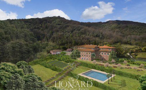 Villa in Carrara, Toscana, Italy