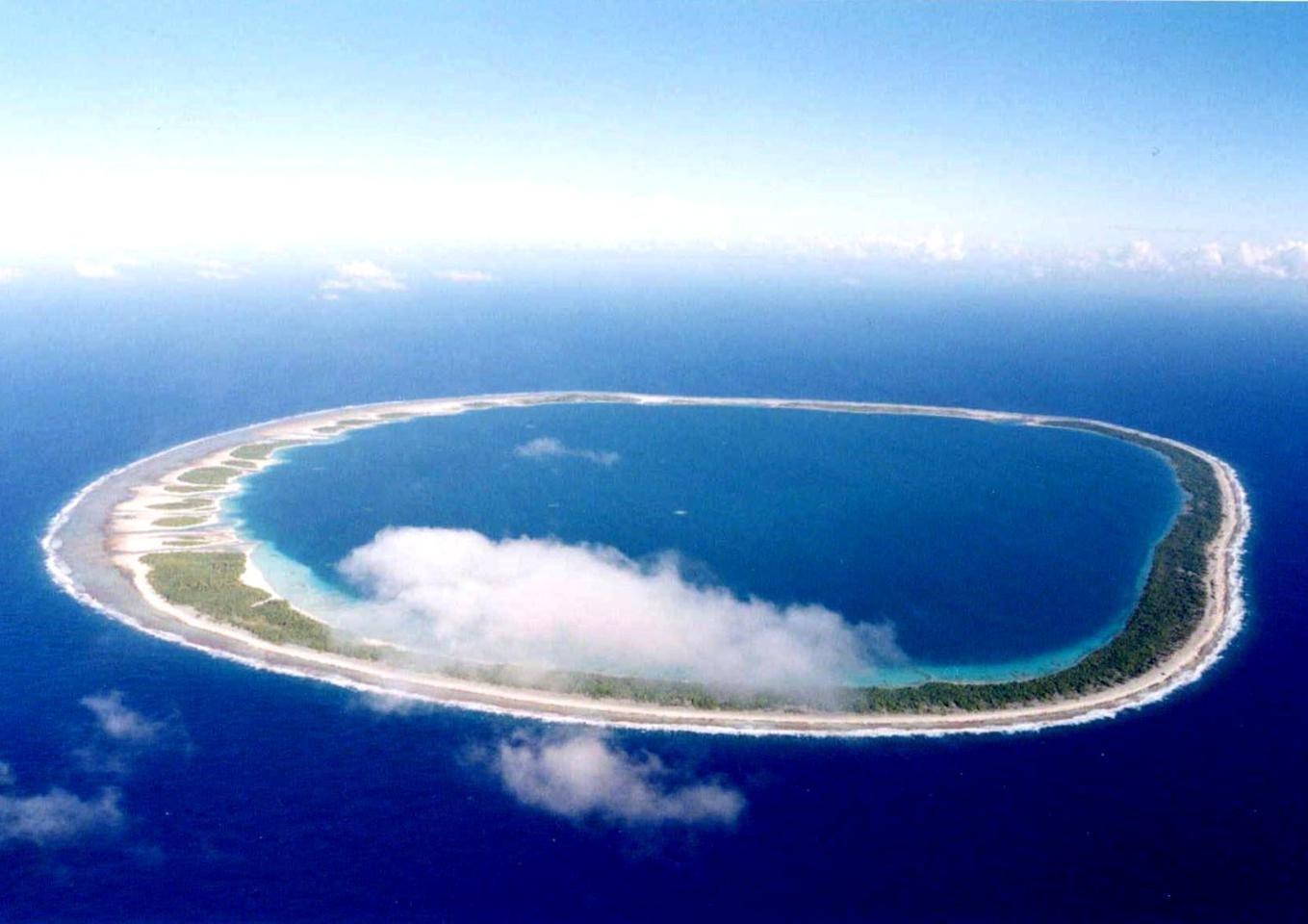 Land in Tuamotu Archipelago, The Tuamotu and Gambier Islands, French Polynesia 1