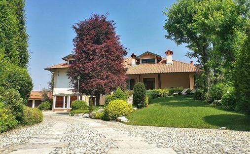 Villa in Parabiago, Lombardy, Italy