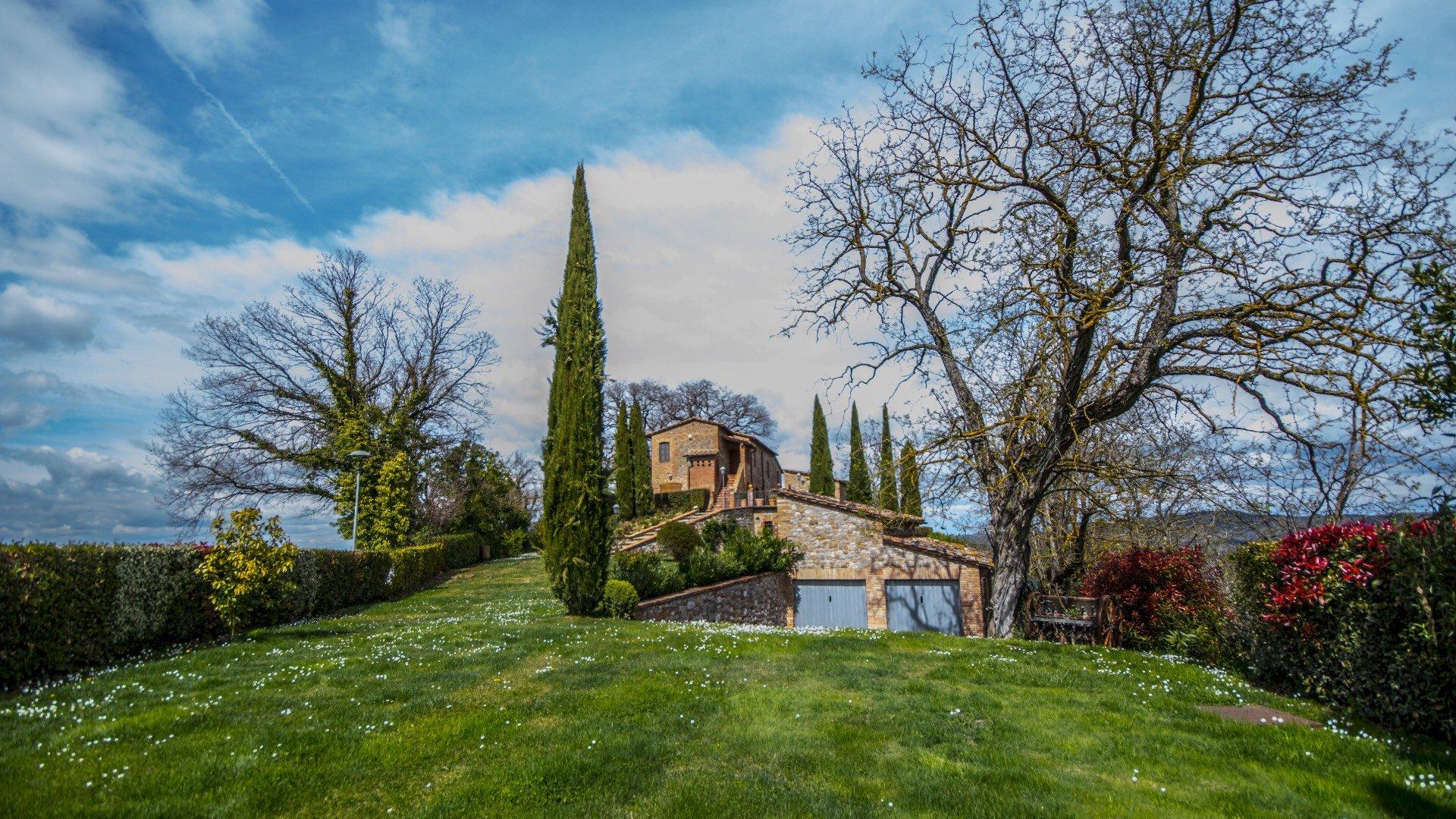 Farm Ranch in Umbria, Italy 1
