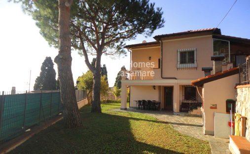 House in Ospedaletti, Liguria, Italy