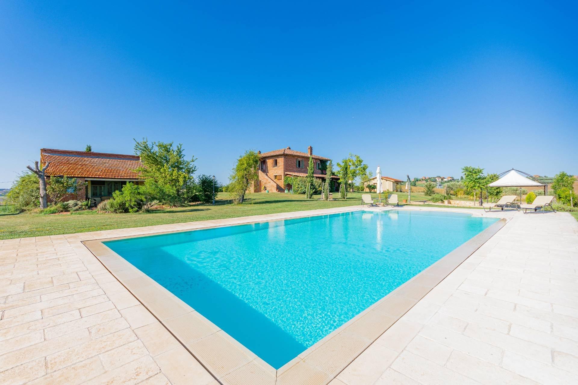 Farm Ranch in Castiglione del Lago, Umbria, Italy 1 - 10702725