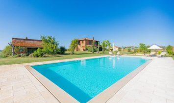 Farm Ranch in Castiglione del Lago, Umbria, Italy 1