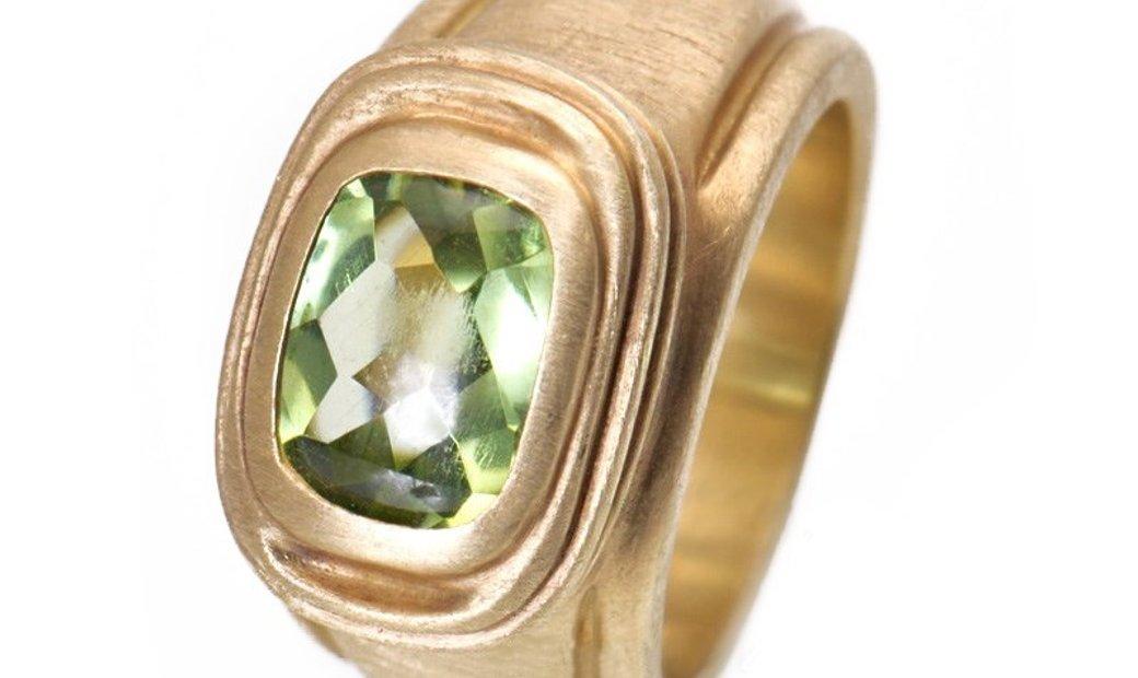 Slane & Slane Slane & Slane 18K Yellow Gold Peridot Ring