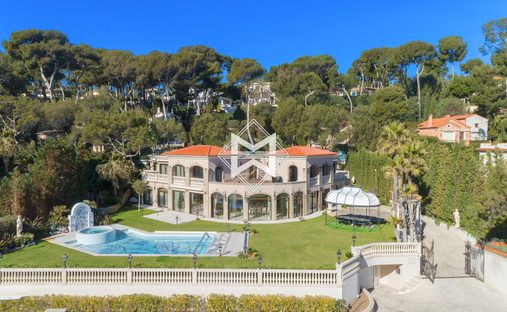 Villa in Antibes, Provence-Alpes-Côte d'Azur, France