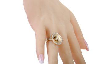 Van Cleef & Arpels Van Cleef & Arpels 18K Yellow Gold Diamond Button Ring