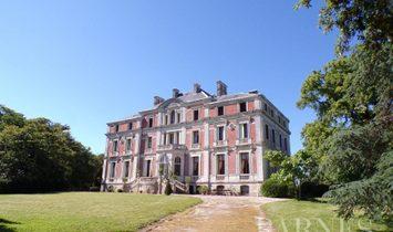 Schloss in Ancenis, Pays de la Loire, Frankreich 1