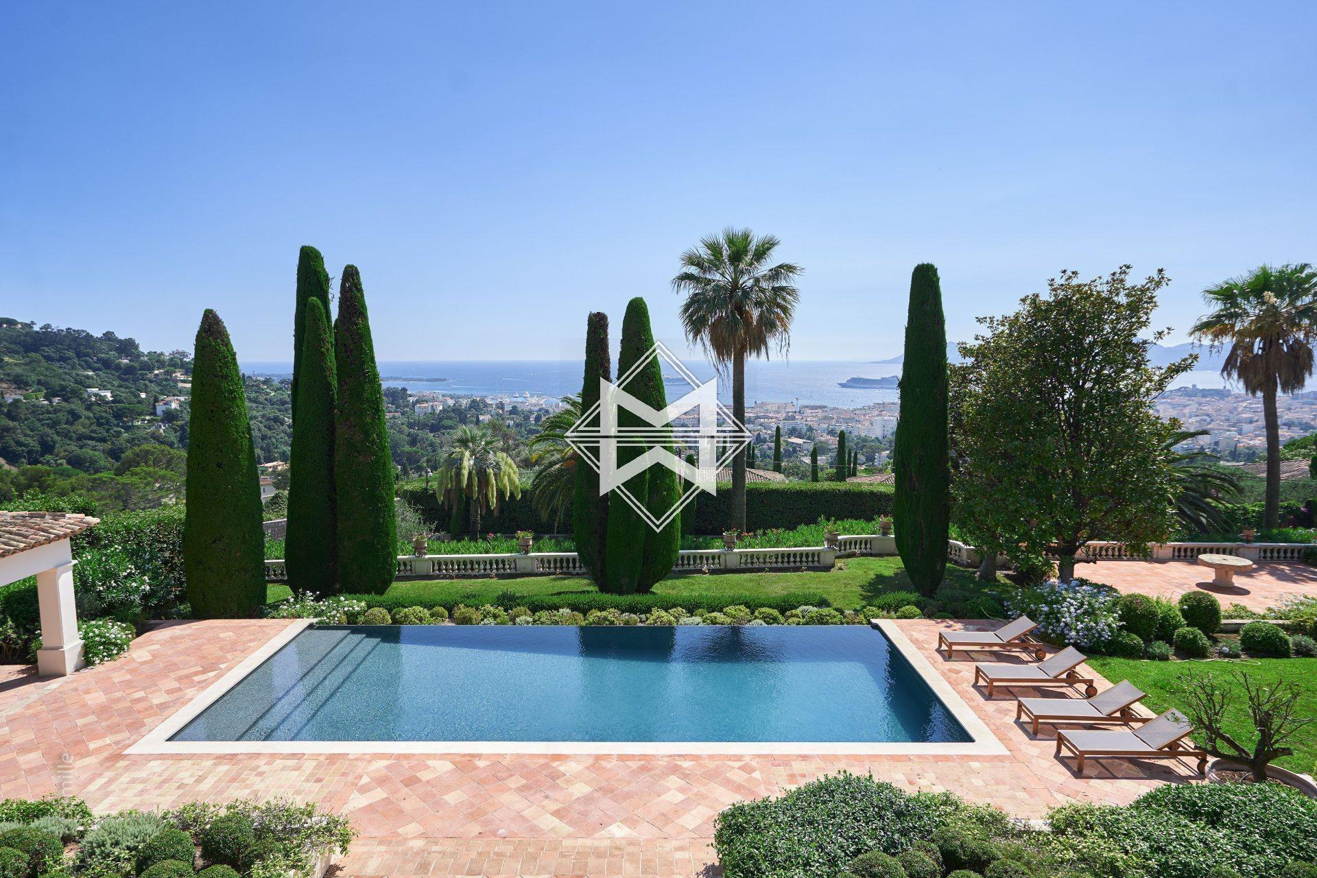 Villa in Cannes, Provence-Alpes-Côte d'Azur, France 1 - 10484101