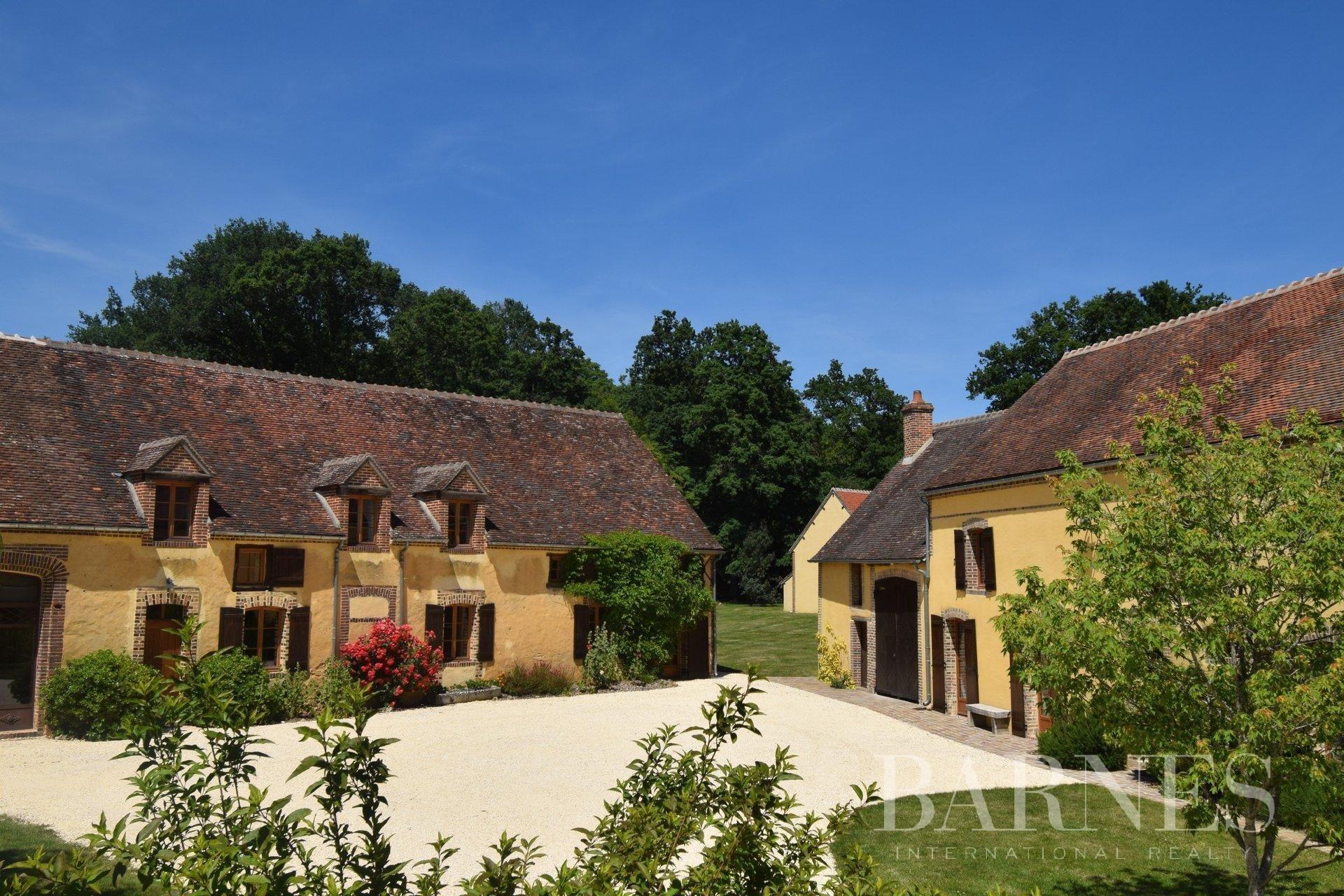 Haus in Saint-Sauveur-en-Puisaye, Bourgogne-Franche-Comté, Frankreich 1