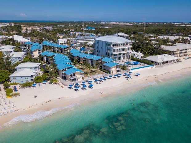 Condo in George Town, George Town, Cayman Islands 1