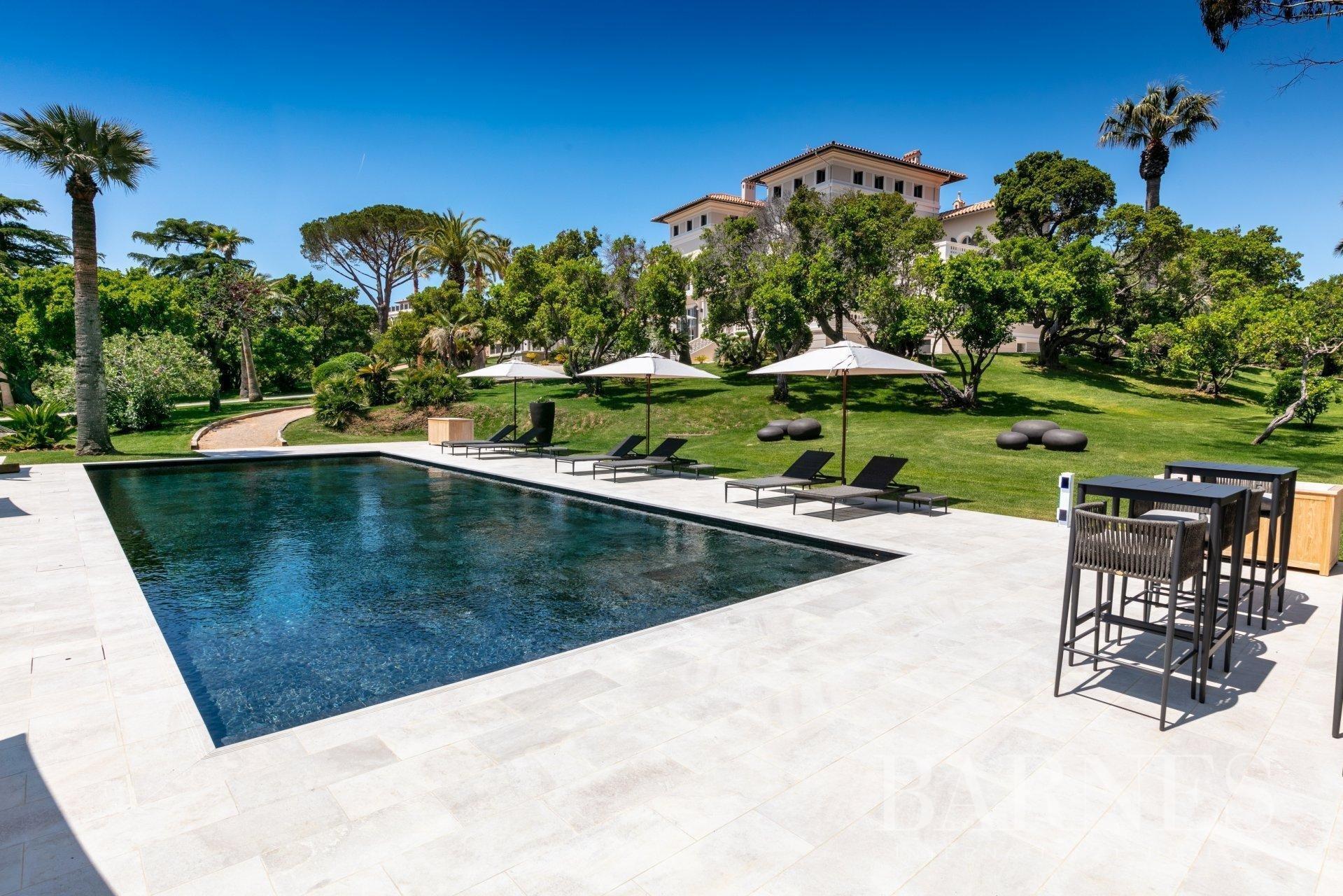 Villa in Saint-Tropez, Provence-Alpes-Côte d'Azur, France 1 - 10530827