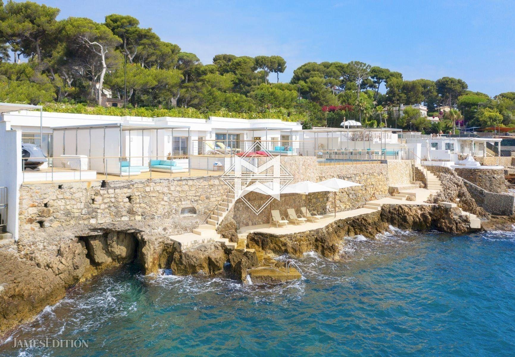 Villa in Antibes, Provence-Alpes-Côte d'Azur, France 1 - 10975344