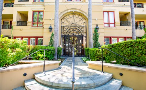 Condo in Beverly Hills, California, United States