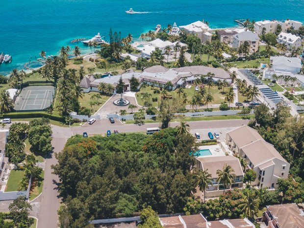 Land in The Bahamas 1