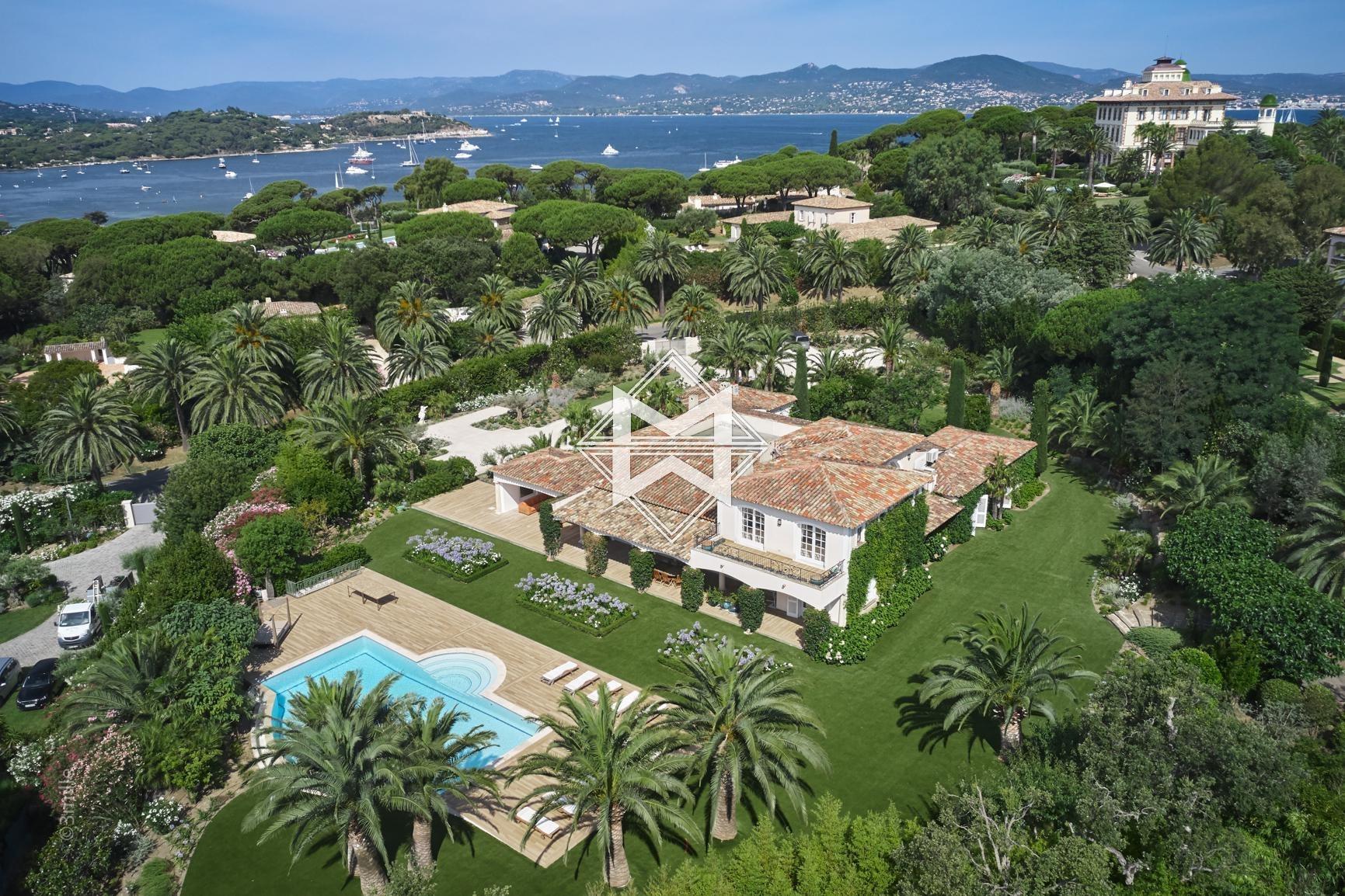 Villa in Saint-Tropez, Provence-Alpes-Côte d'Azur, France 1 - 10925403