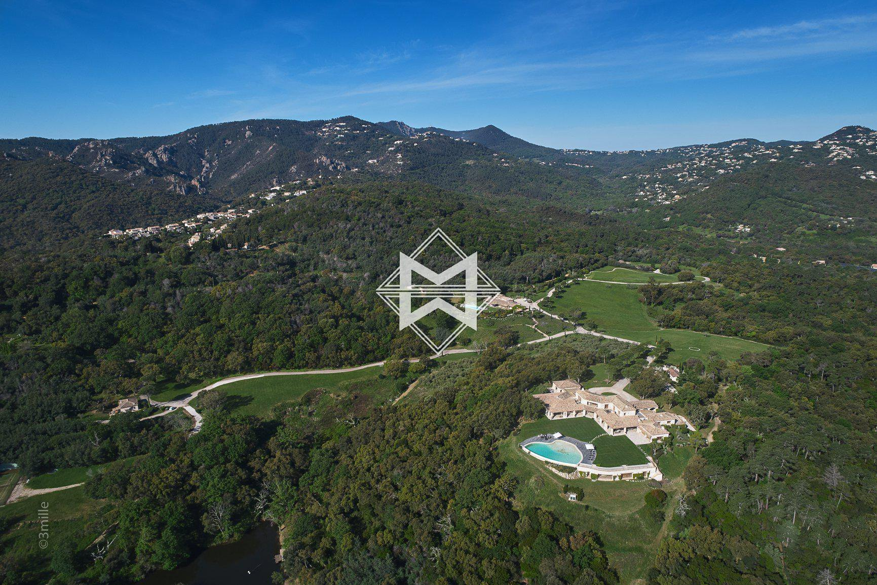 Villa in Les Adrets-de-l'Estérel, Provence-Alpes-Côte d'Azur, France 1 - 10522335