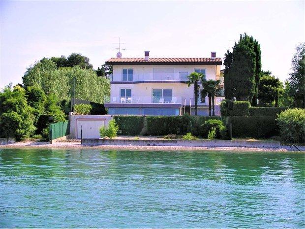 Villa in Desenzano del Garda, Lombardy, Italy 1