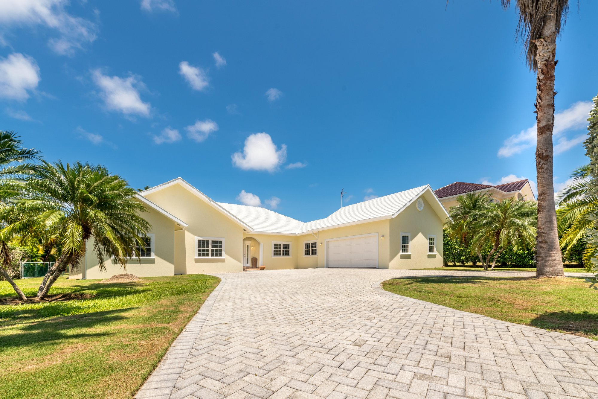 House in George Town, George Town, Cayman Islands 1