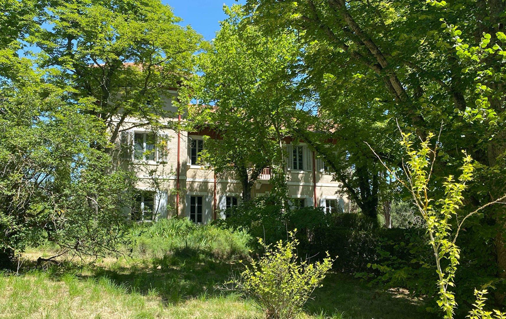 Saint-Martin-de-la-Brasque, Provence-Alpes-Côte d'Azur, France 1