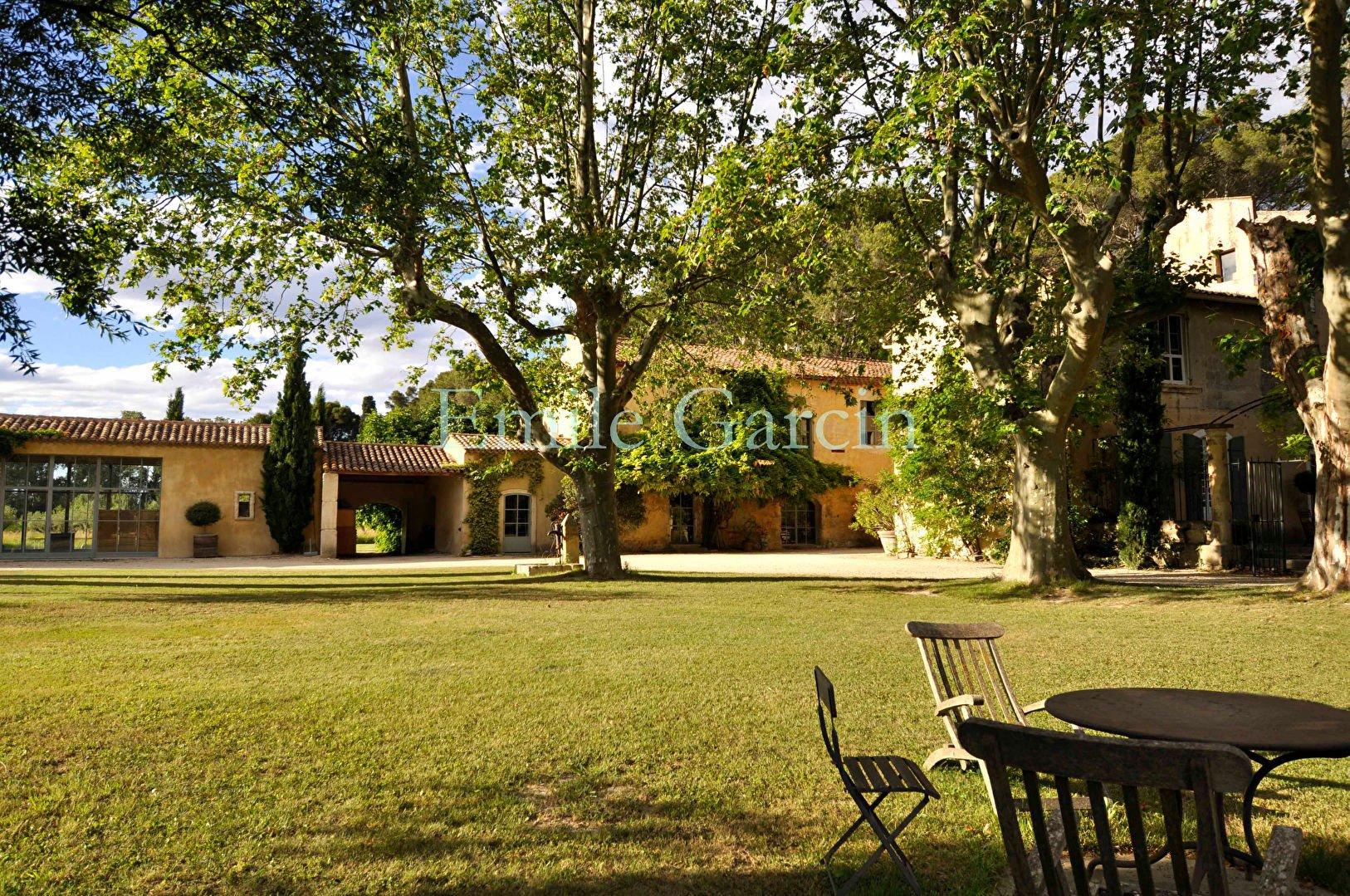 Estate in Boulbon, Provence-Alpes-Côte d'Azur, France 1