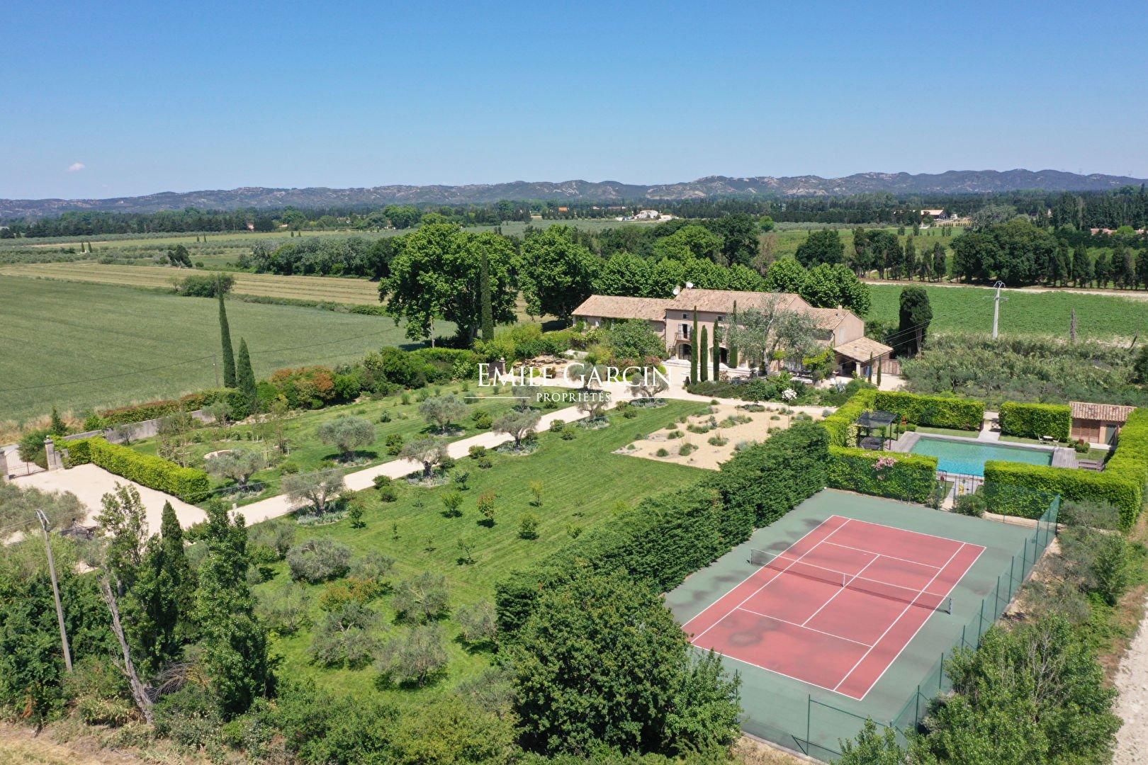 Estate in Maillane, Provence-Alpes-Côte d'Azur, France 1