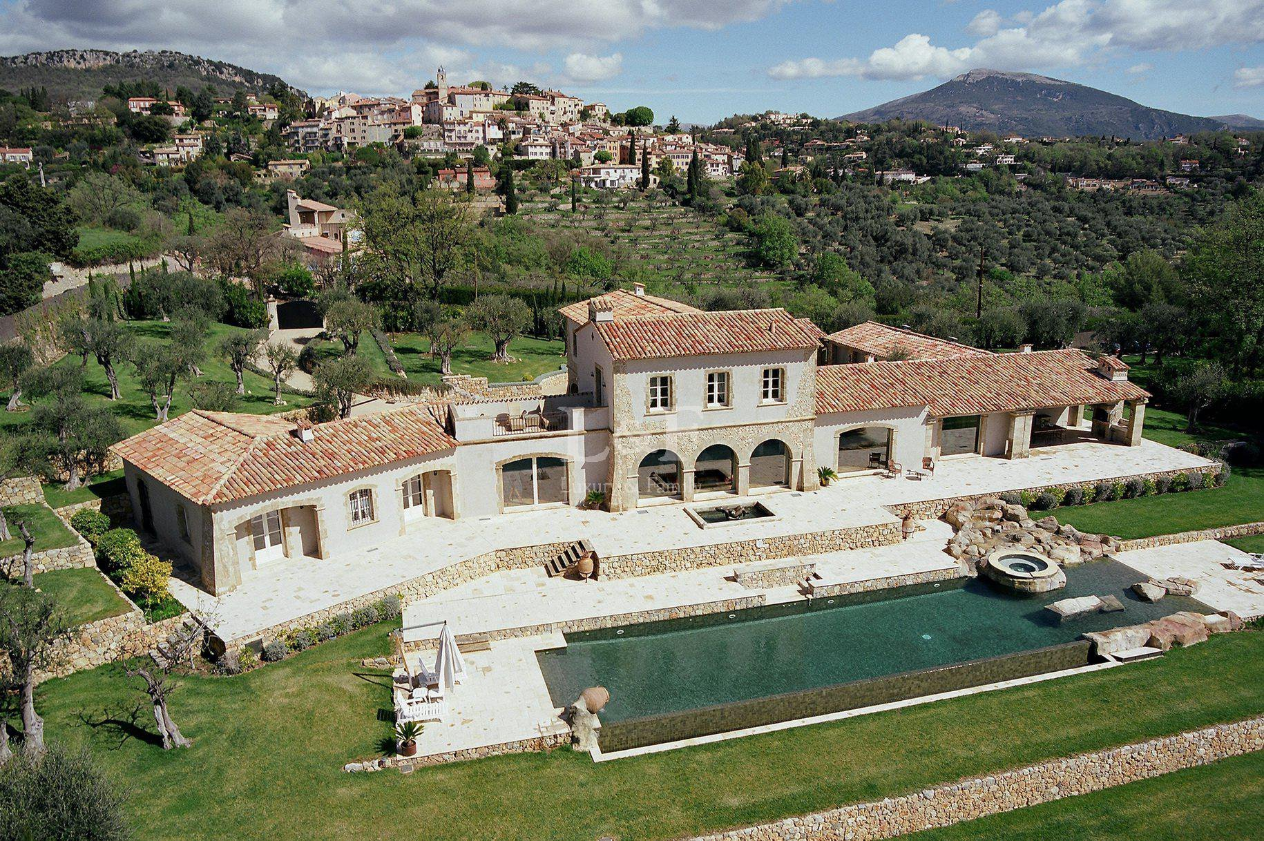 House in Châteauneuf, Provence-Alpes-Côte d'Azur, France 1 - 10975411