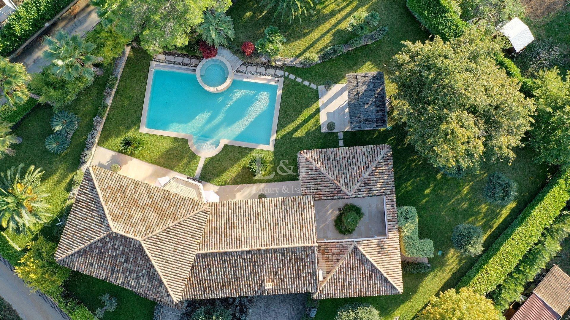 Villa in Mougins, Provence-Alpes-Côte d'Azur, France 1 - 10745430