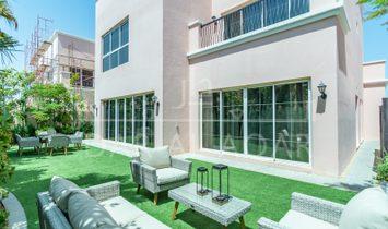 Villa a Nad Al Sheba, Dubai, Emirati Arabi Uniti 1