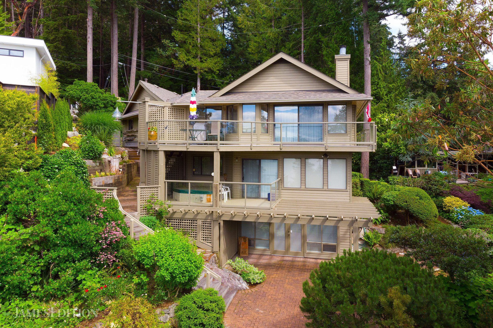 House in West Vancouver, British Columbia, Canada 1
