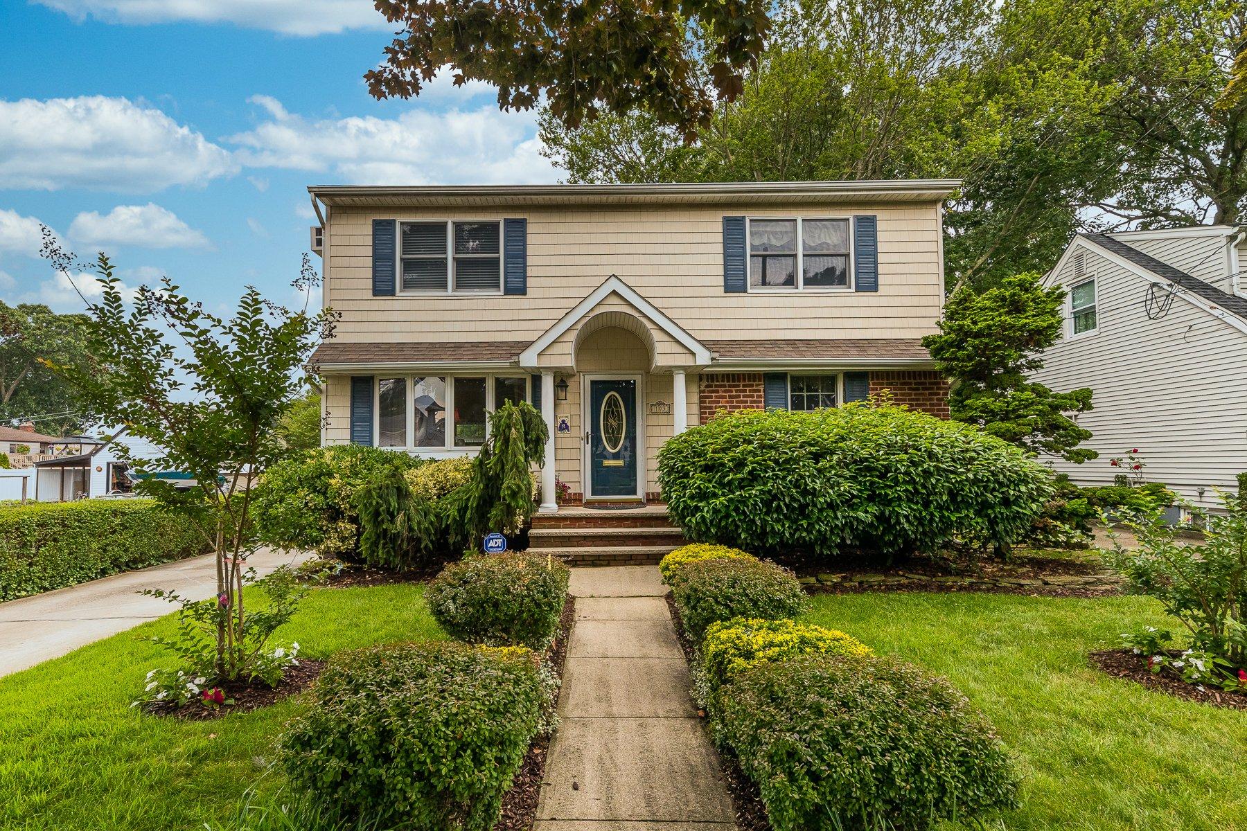 House in Merrick, New York, United States 1 - 11032299