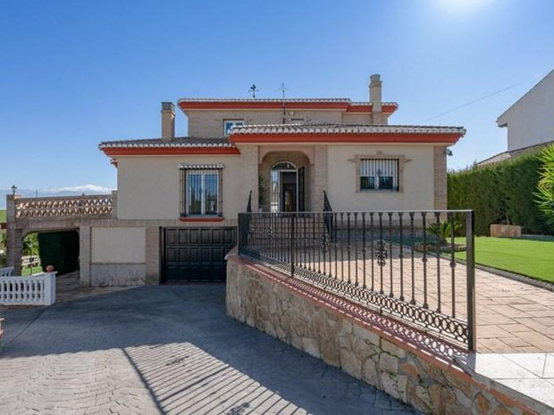 Villa in Las Gabias, Andalusia, Spain 1