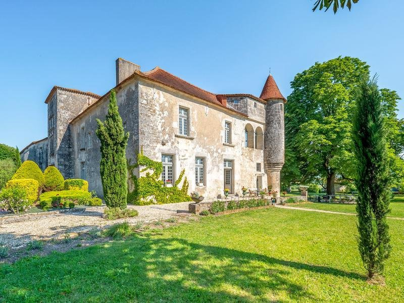 House in Charmant, Nouvelle-Aquitaine, France 1