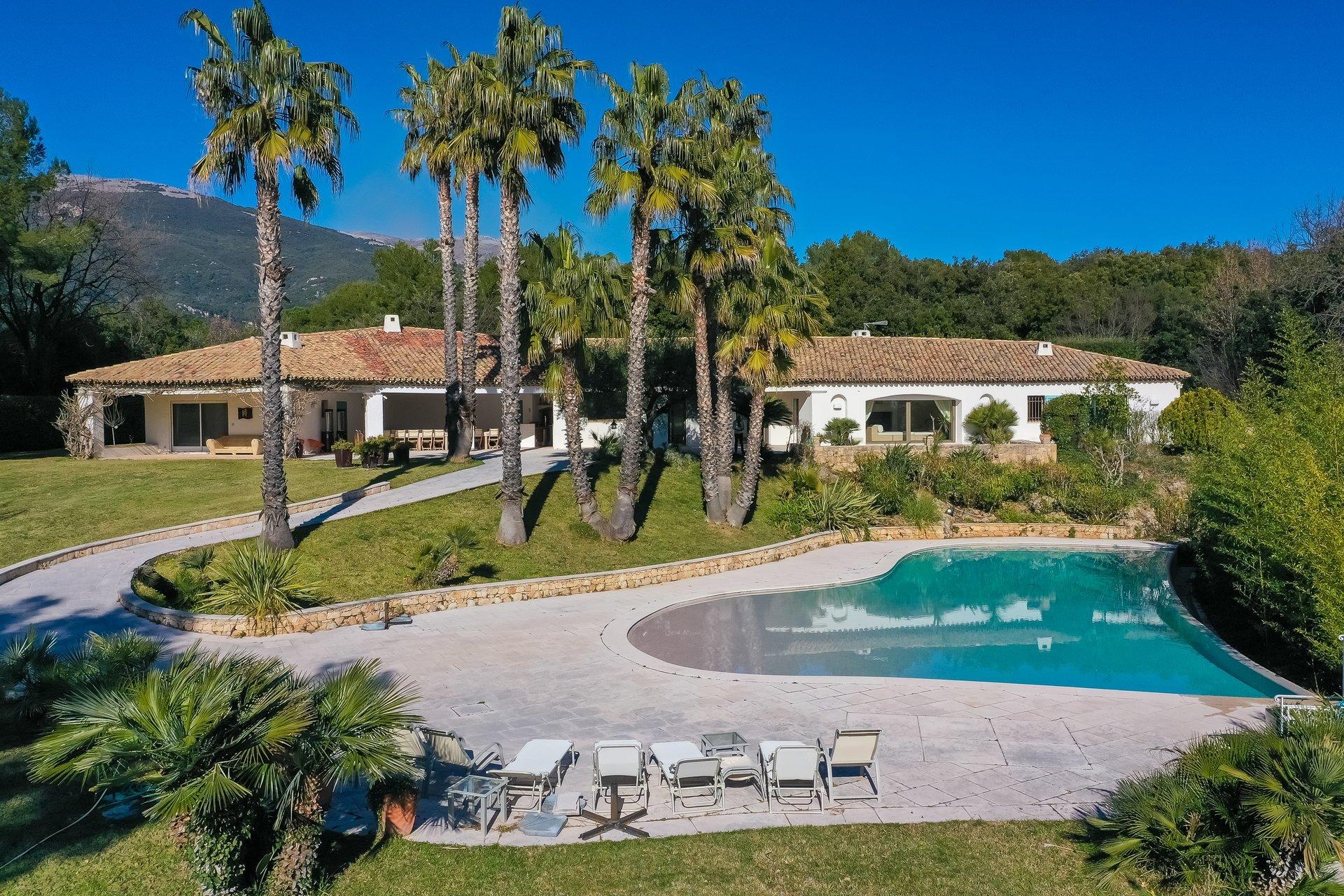 Villa in Roquefort-les-Pins, Provence-Alpes-Côte d'Azur, France 1 - 10871480