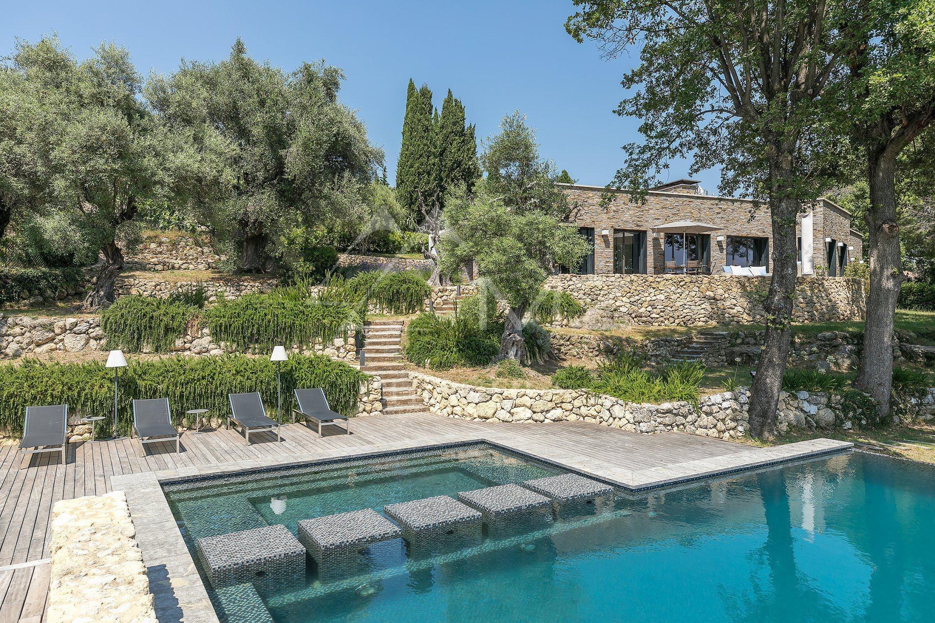 Villa in Tourrettes-sur-Loup, Provence-Alpes-Côte d'Azur, France 1 - 10655175