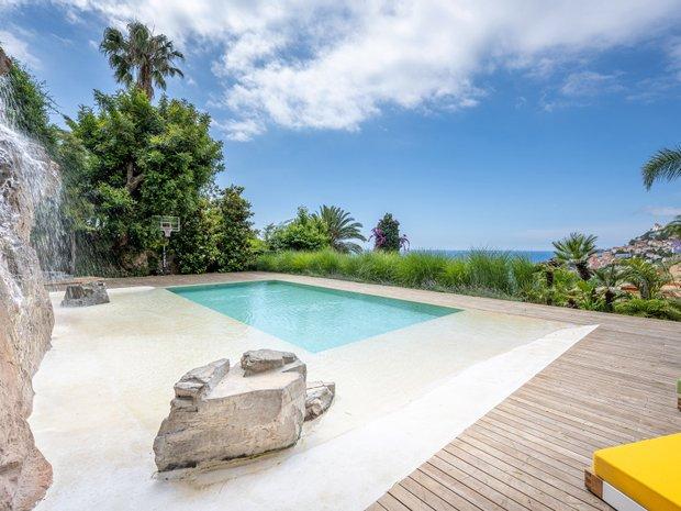 Villa in Roquebrune-Cap-Martin, Provence-Alpes-Côte d'Azur, France 1