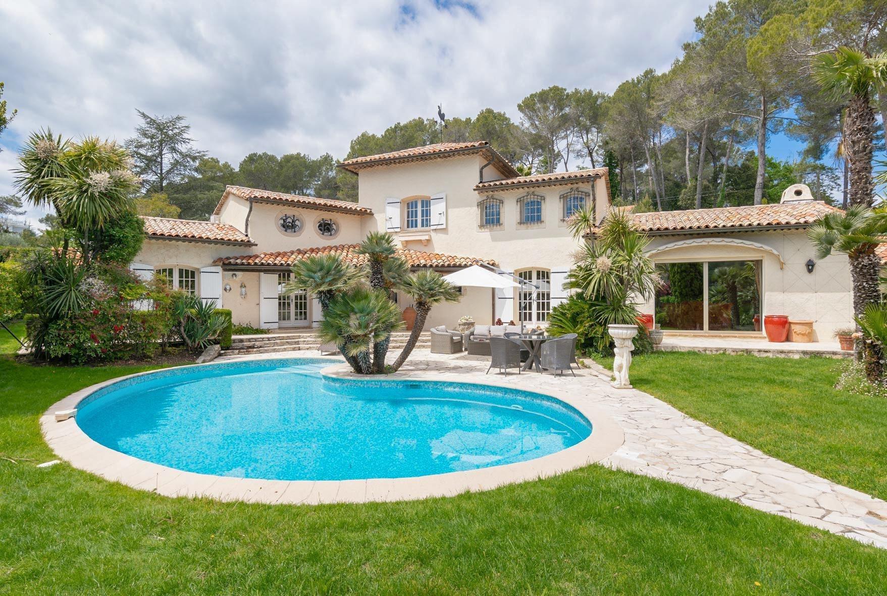 Villa in Mougins, Provence-Alpes-Côte d'Azur, France 1 - 10663788