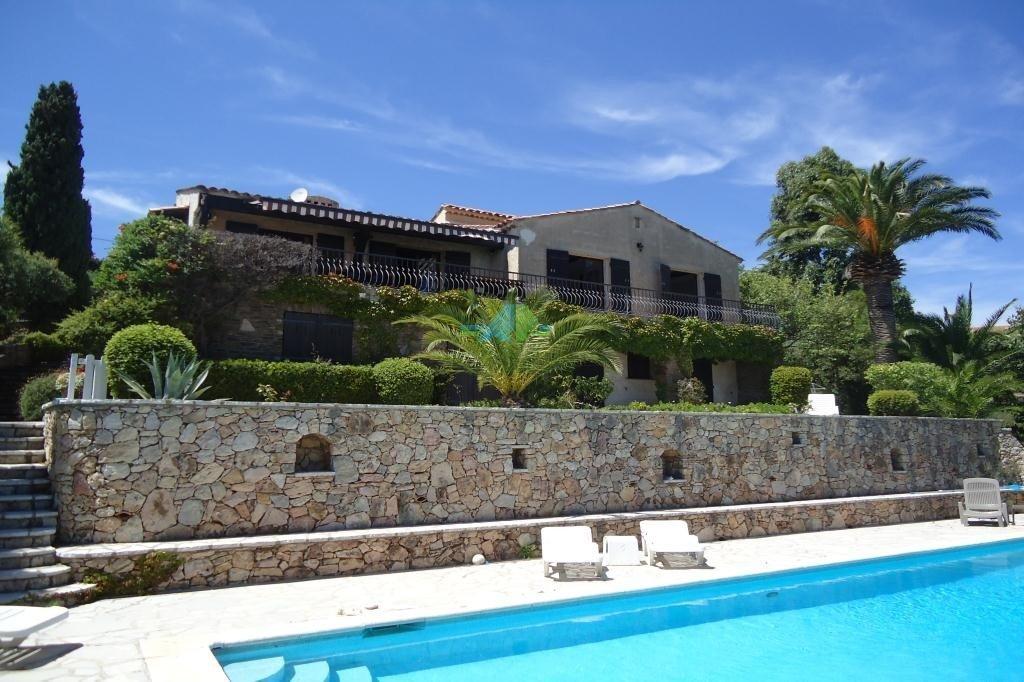 Villa in Roquebrune-sur-Argens, Provence-Alpes-Côte d'Azur, France 1 - 10848196