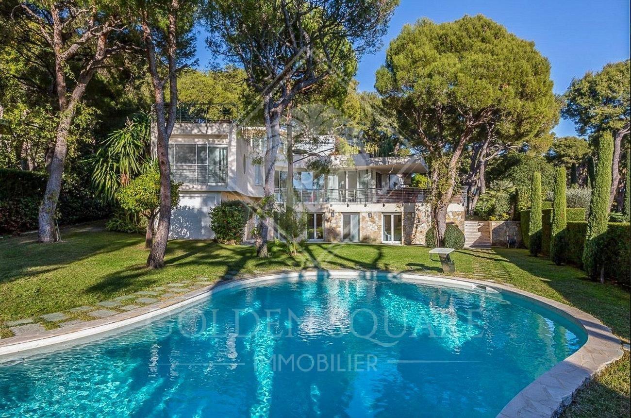 Villa in Saint-Jean-Cap-Ferrat, Provence-Alpes-Côte d'Azur, France 1 - 10940141