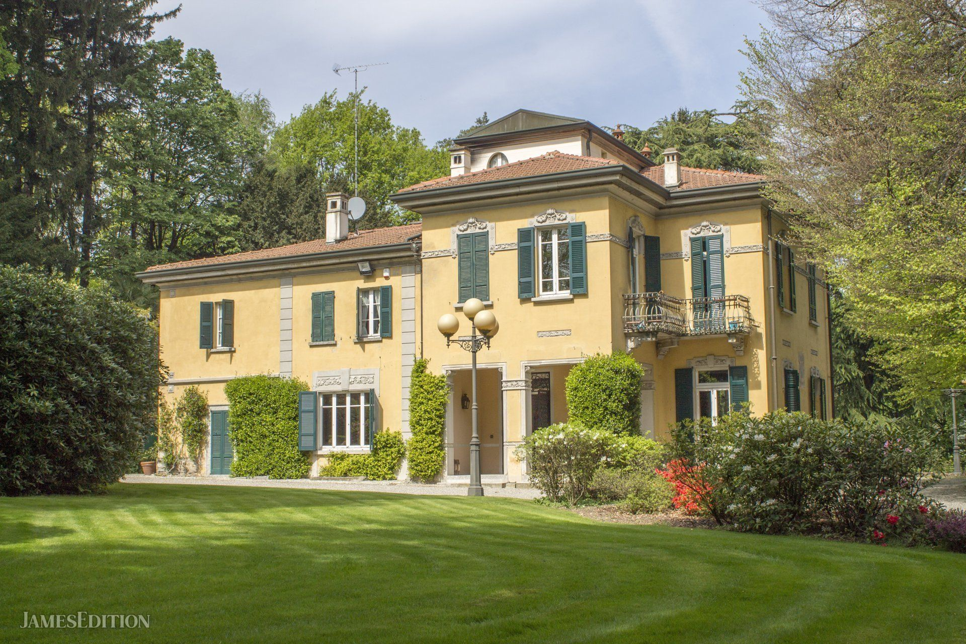 House in Como, Lombardy, Italy 1 - 10755552