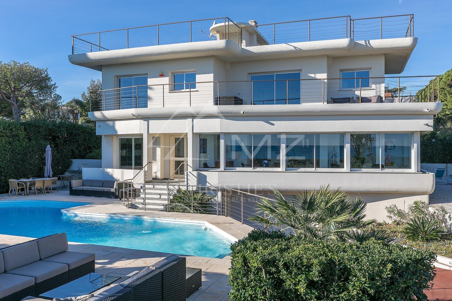 Villa in Antibes, Provence-Alpes-Côte d'Azur, France 1 - 10647992