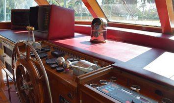 Burger Flybridge Motoryacht