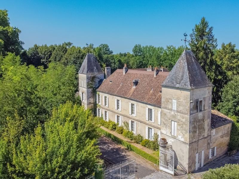 Chateau in Savignac-de-l'Isle, Nouvelle-Aquitaine, France 1