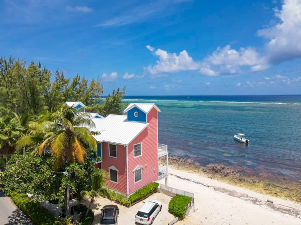House in East End, East End, Cayman Islands 1