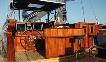 Custom Pax Navi Yachts