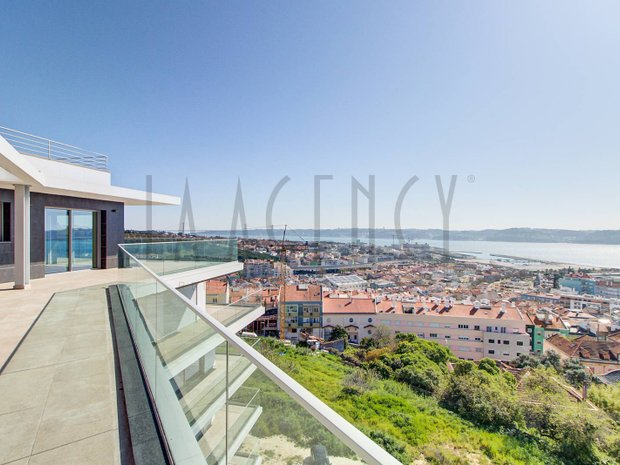Penthouse in Lisbon, Portugal 1