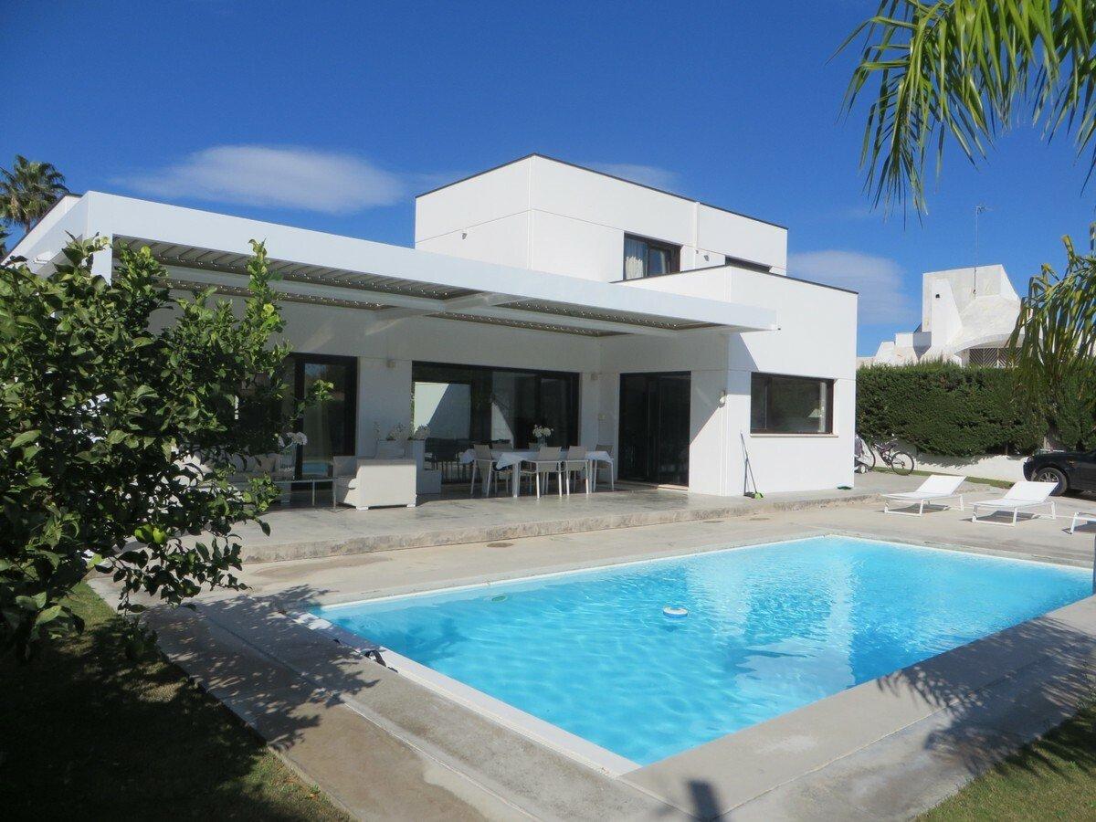 Villa in San Pedro de Alcántara, Andalusia, Spain 1 - 11084044