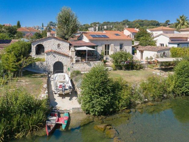 Villa in Villeneuve-Loubet, Provence-Alpes-Côte d'Azur, France 1