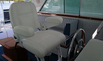 Chris-Craft Commander Sedan