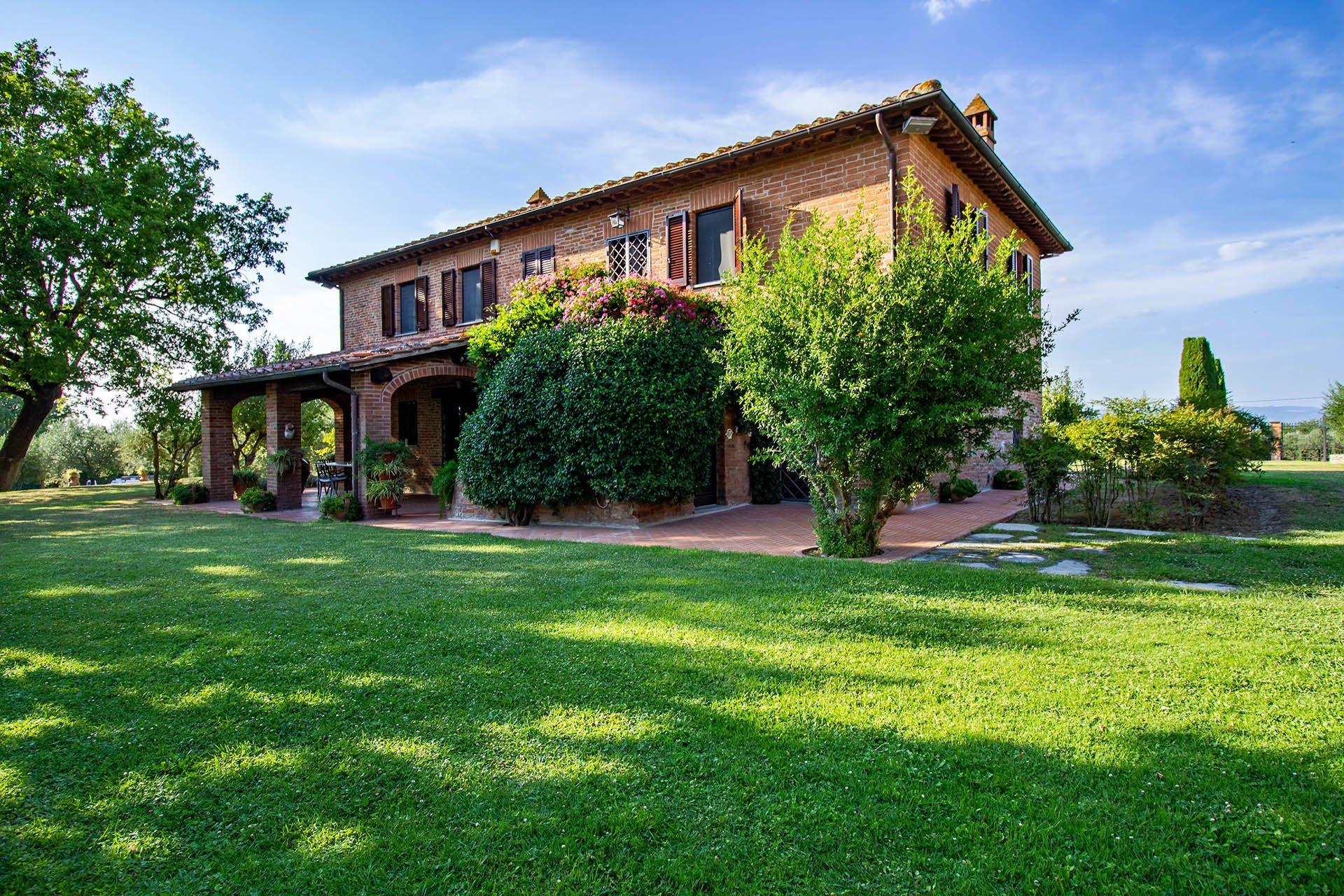 Villa in Castiglione del Lago, Umbria, Italy 1
